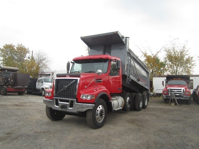 2007 Volvo Vhd104f  Dump Truck