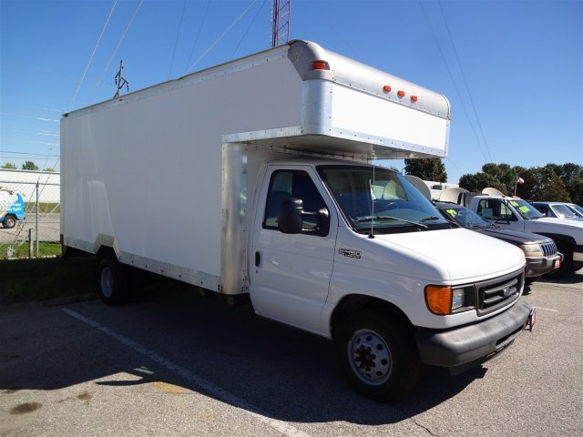 2004 Ford Econoline Commercial Cutaway  Cutaway-Cube Van