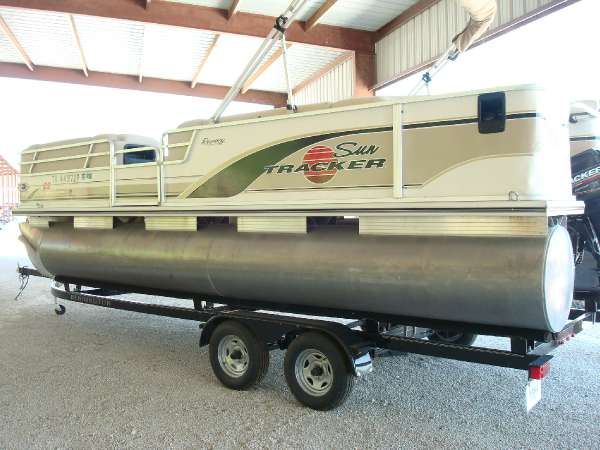 2001 Sun Tracker 22 Party Barge Regency
