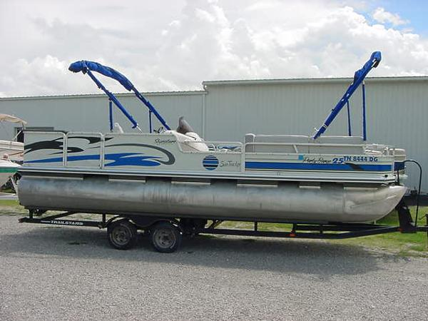 2000 Sun Tracker Party Barge 25 Sig Series