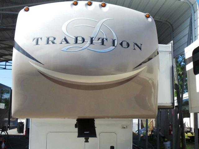 2013 DRV TRADITION 385 RSS Rear Entertainment