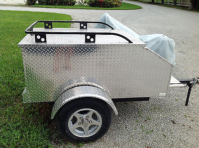 SMALL ENCLOSED UTILITY CARGO TRAILER