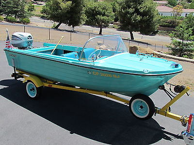 Beautiful vintage classic original 1965 Starcraft Bahamas turquoise boat 15'