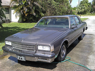 Chevrolet : Caprice Classic 1990 chevy caprice classic last year of this body style the box