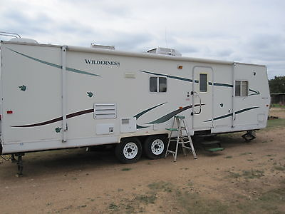 2001 Fleetwood Wilderness 31g  RV travel trailer