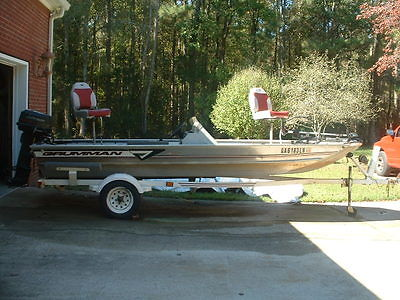 1996 17' GRUMMAN  ALUMINUM OUTLAW BASS BOAT, MOTOR 7 ACCESSORIES