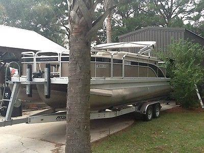 2013 Bennington Tritoon SFX 22' Pontoon Boat