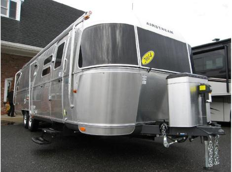 2014 Airstream Flying Cloud 30A Twin