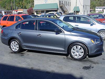 Volkswagen : Jetta S Sedan 4-Door Volkswagon Jetta 2.0 5 speed grey metallic 4 door sedan