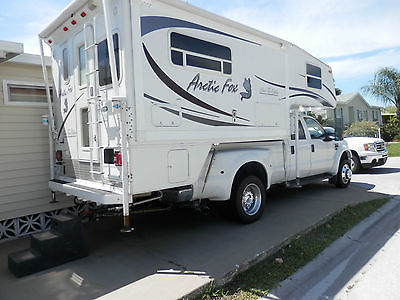 2008 NORTHWOOD ARCTIC FOX TRUCK CAMPER - LIKE NEW