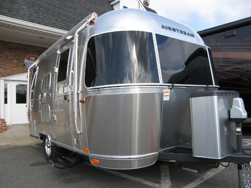 2010 Airstream Flying Cloud 19