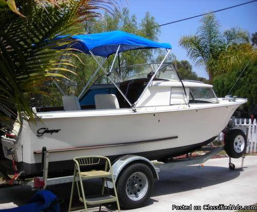 Classic Glaspar 18ft Boat w Cuddy and near new 50hp