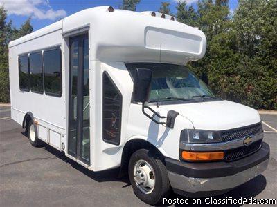 2010 Chevrolet C4500 Express Shuttle Bus (A4672)