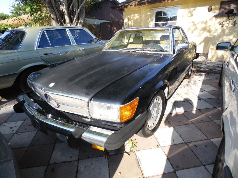 Convertible classic mercedes 1983
