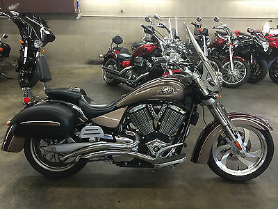 Victory : King Pin 2006 victory king pin with the victory firm bags and windshield 100 ci motorvideo