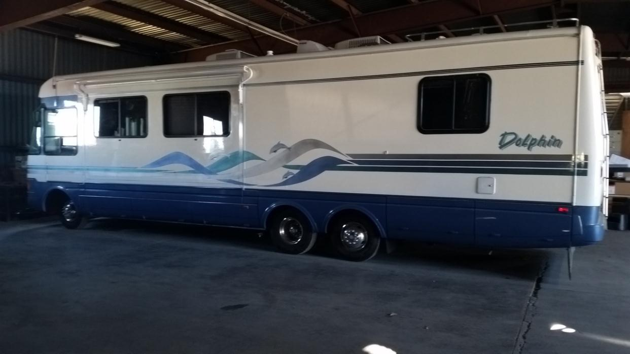 1996 National Dolphin 35