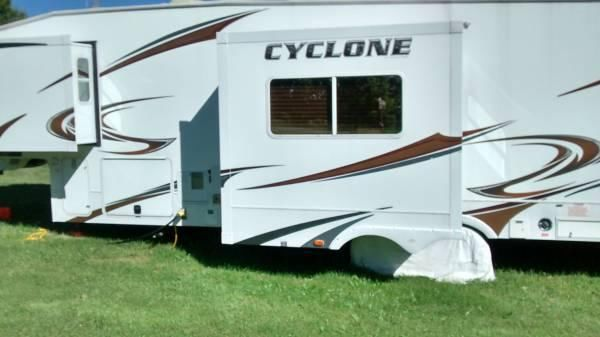2011 Heartland Cyclone Toy Hauler for Sale in Rochester, New York 146