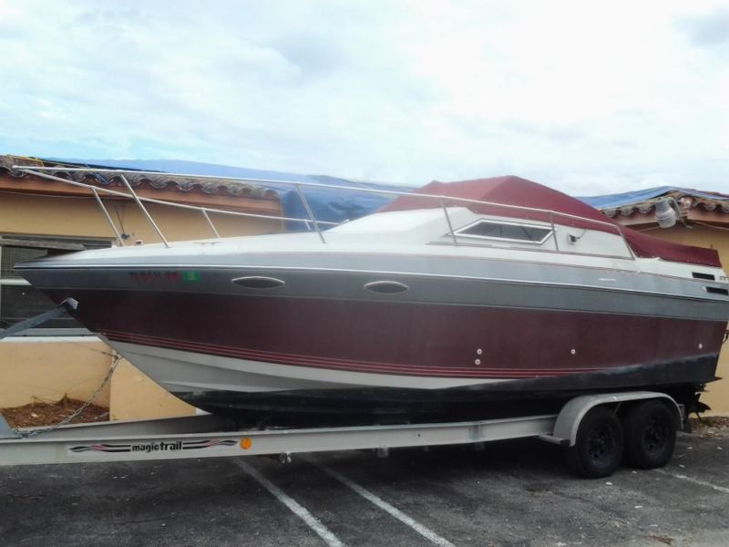 Four Winns 245 Vista w/ twin I/O 180HP x2 Mercruiser Aluminum Trailer