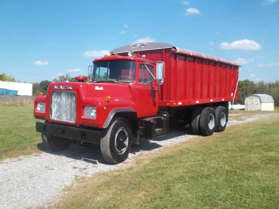 1971 Mack R- Model