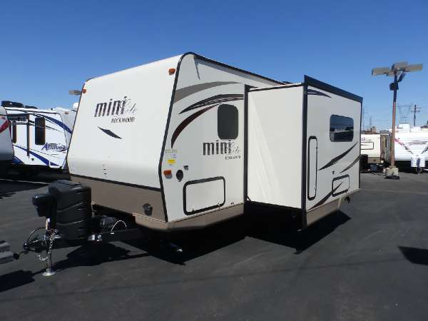 2016  Forest River  ROCKWOOD 2504S  1 SLIDE  FRONT WALK-AROUND BED  REAR CORNER BATHROOM  REAR DUAL BUNK BEDS  POWER AWNING   HEATED HOLDING TANKS
