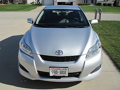 Toyota : Matrix Base Wagon 4-Door 2011 toyota matrix 4 door hatchback silver in excellent condition