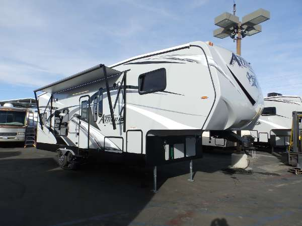 2016  Eclipse  ATTITUDE 28 SAG  UPGRADED CORIAN COUNTERTOPS  2 ELECTRIC BEDS  CAPTAIN CHAIRS  UPGRADED 160 WATT SOLAR PANEL  CEILING FAN