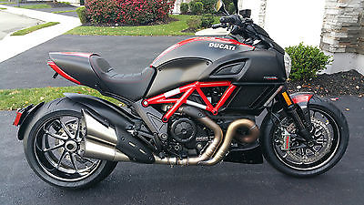 Ducati : Other 2015 ducati diavel carbon red