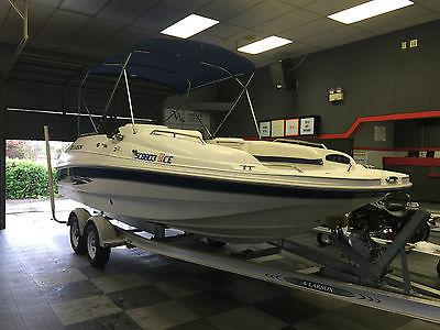 2000 Larson Escape 213 Deck Boat