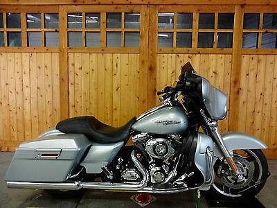 Harley-Davidson : Touring 2010 harley davidson street glide brilliant silver lowers with speakers