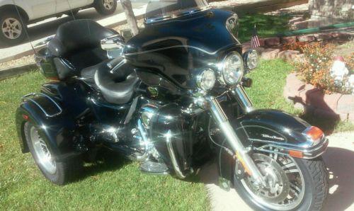 Harley-Davidson : Touring Clean Triglide Vivid Black 103 Brand Tires