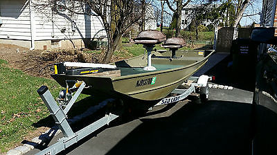 2009 LOWE 14' Bass Boat with Trailer and 2 Minn Kota Motors