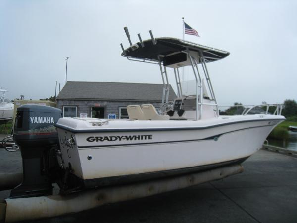 2001 Grady-White 222 FISHERMAN