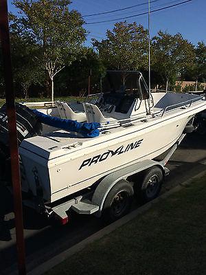 1992 Proline 19' White & Blue Center Console Fishing Boat on Pacifica Trailer
