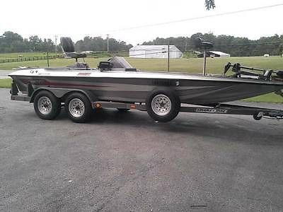 1987 Stratos Rocket 200 VT Bass Boat