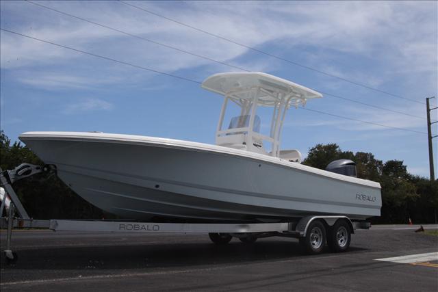 2016 Robalo Bay Boat 246 Cayman