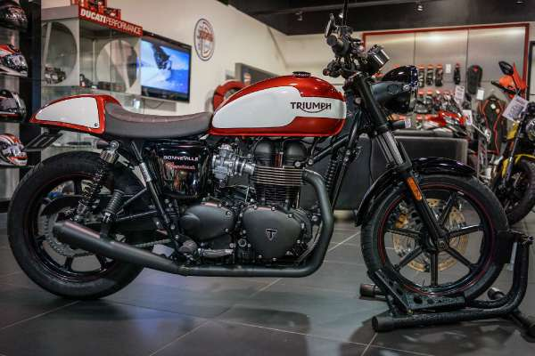 2015  Custom  BONNEVILLE NEWCHURCH