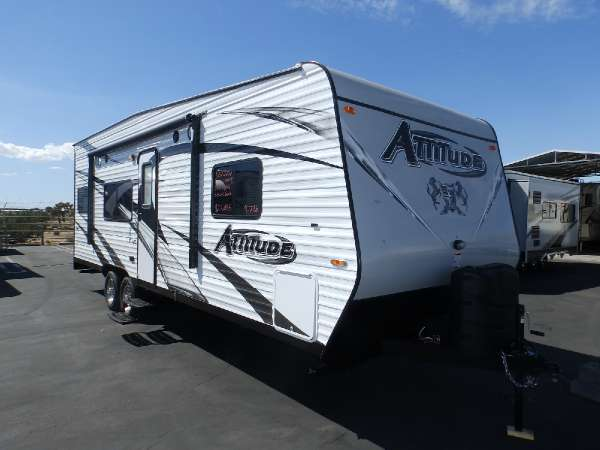 2016  Eclipse  ATTITUDE 23 SA  FRONT WALK AROUND BED  REAR SINGLE ELECTRIC BED  CAPTAIN CHAIRS  SLEEPS 5  ONAN 4000 GENERATOR