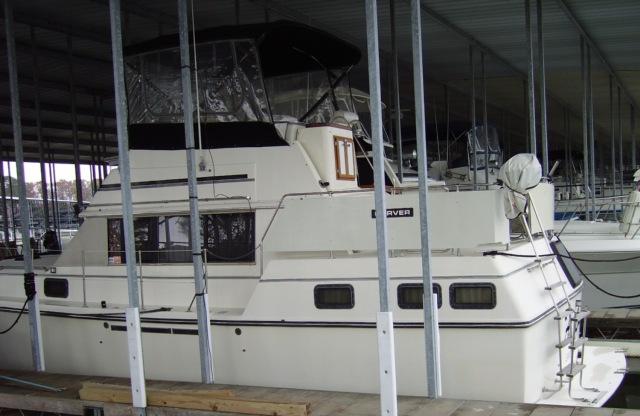 1982 Carver Sport Yacht 3607 Aft Cabin