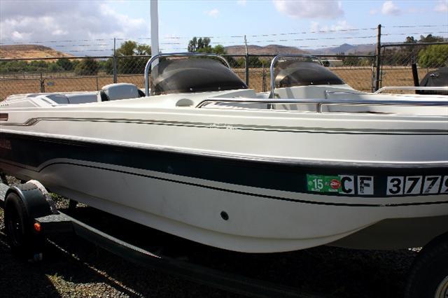 1995 Galaxie Boat Works Ultra 1900