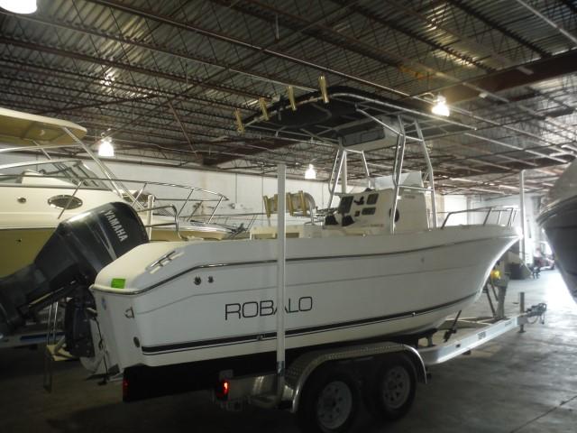 2003 Robalo Boats 230