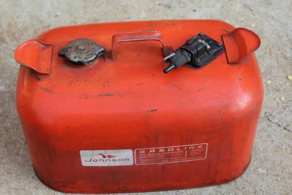 6 gallon johnson & Evinrude vintage metal boat marine gas cans