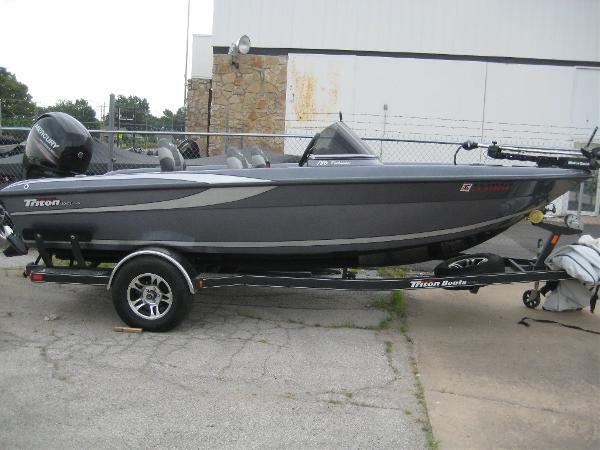 2013 TRITON BOATS 186 FISHUNTER