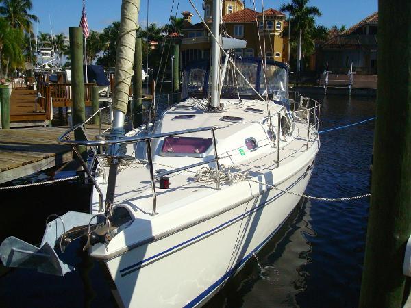2009  Catalina Yachts  387 Wing Keel
