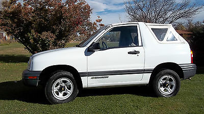 Chevrolet : Tracker 2000 chevy tracker 4 x 4 two door low mileage super clean