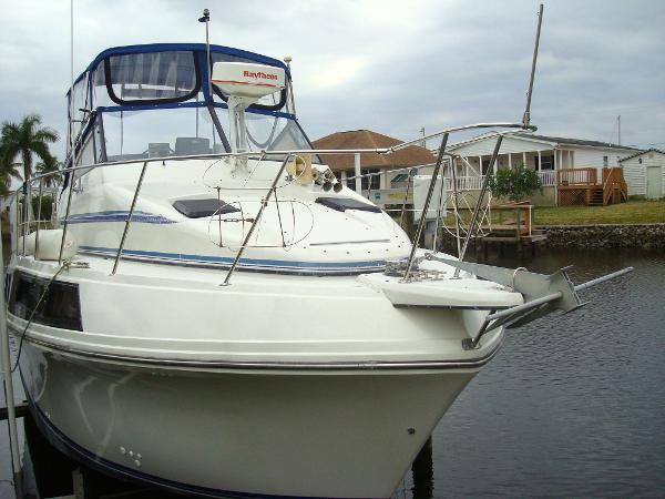 1988  Carver Yachts  32 Mariner