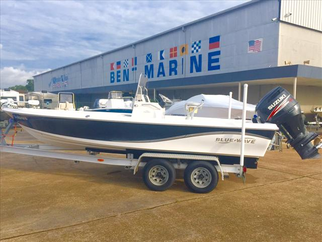 2009 Blue Wave Bay Boat 2200 Pure Bay
