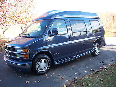 Chevrolet Other SV 1996 Mark 3 Custom Handicap Wheelchair Scooter Van With Ricon Lift