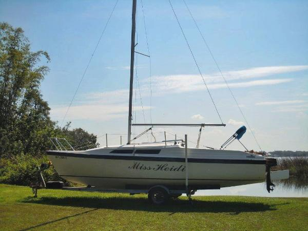1993 Macgregor 26' Sailboat