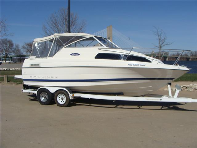 2005 Bayliner Cuddy Cabin 222