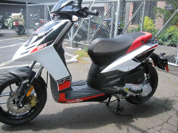 aprilia sr motard 50 4v motorcycles for sale. Black Bedroom Furniture Sets. Home Design Ideas